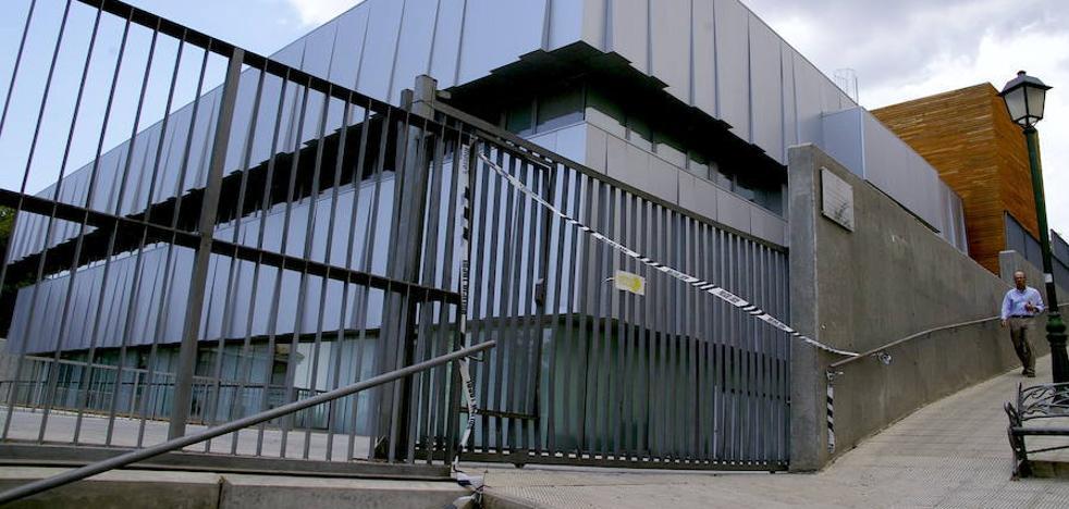 Huétor Vega exige a la Junta la reparación «inmediata» de la cancela del centro de salud