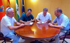 El Ayuntamiento renueva su apoyo al CD Huétor Vega y anuncia mejoras en el campo de fútbol