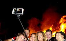 Hoguera de San Juan: 'selfies' en las alturas de Huétor Vega