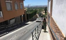 Así es la nueva calle Tesorillo de Huétor Vega: acera más ancha, barandillas y escalones múltiples