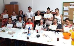 Los vecinos de Monachil aprenden inglés mientras los extranjeros se inician en el castellano