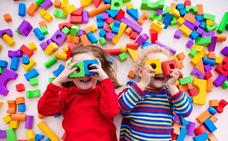 La asociación vecinal Los Rebites reparte juguetes entre los niños de Huétor Vega