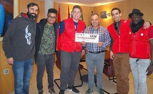 Huétor Vega dona a Cruz Roja la recaudación de un concierto contra el sida