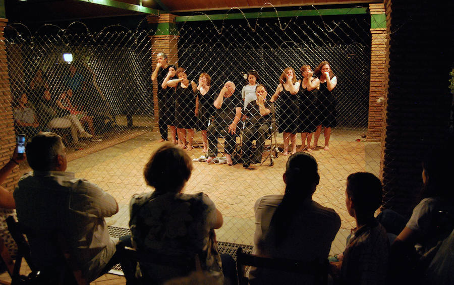El estreno de la obra de teatro feminista de Amindra en Huétor Vega tendrá que esperar