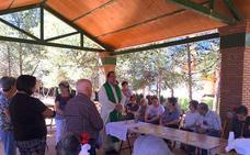 Los centros de mayores celebraron el Corpus con una paella en el Parque de los Pinos de Huétor Vega