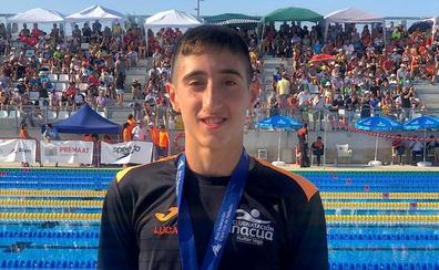 El nadador Lucas Rodríguez, del Huétor Vega, en racha este verano: ahora es subcampeón de España