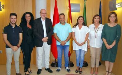 La parlamentarios andaluces de Cs Raúl Fernández y María del Mar Sánchez visitan Huétor Vega