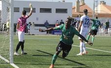 Un providencial Peli rescata un punto para el Huétor Vega en el minuto 93