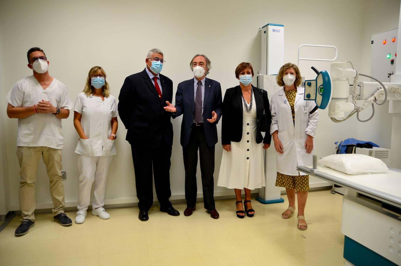 El delegado de Salud visita el servicio de rayos X del centro médico de Huétor Vega