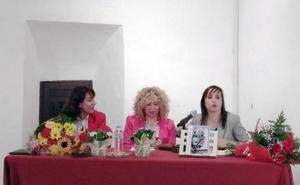 La escritora María Espínola presenta en Las Gabias su poemario 'Pensamientos'