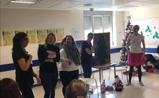 Profesoras de La Zubia visitan a los niños del Materno Infantil