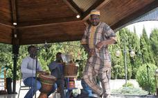 Colectivos de distintos países participan en La Zubia en la Feria de las Culturas