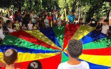 El Parque de la Encina de La Zubia se transforma en un campamento de indios que hablan en inglés