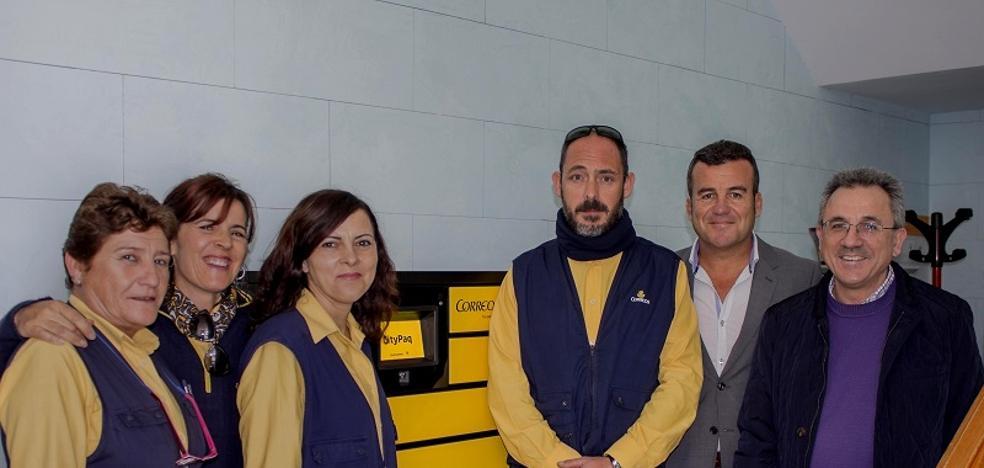 Correos instala en Carboneras dos terminales automáticos de paquetería