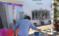 Mojácar trata de convertir el paseo marítimo en una galería de arte solidaria