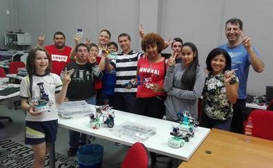 La robótica reúne a jóvenes mojaqueros de todas las edades