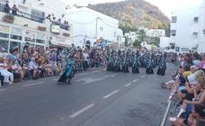 Espectacular desfile de Moros y Cristianos