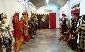 Una exposición recoge la historia de las fiestas de Moros y Cristianos de Mojácar