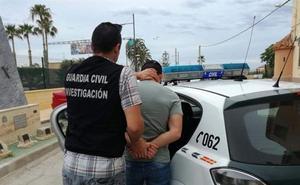 Detenido por robar más de 4.000 euros a los clientes de un locutorio de Vera
