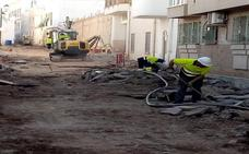 Garrucha renueva la red de saneamiento, el alcantarillado y la preinstalación eléctrica