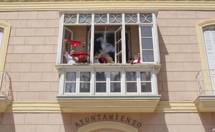 El chupinazo da inicio a San Fermín en Carboneras