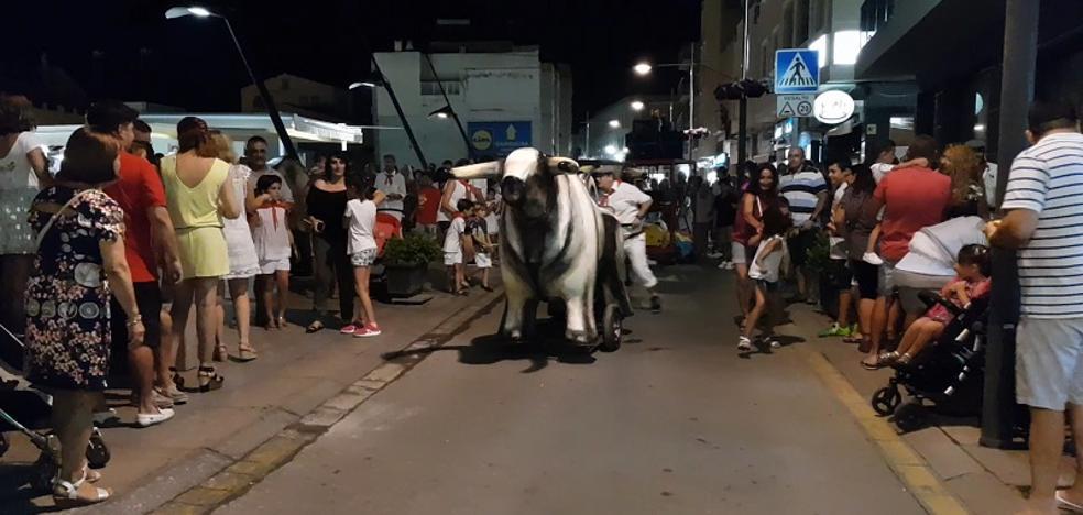 Toros de espuma y grandes descuentos en Garrucha