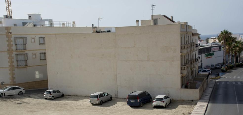 Carboneras convierte dos solares abandonados en un centenar de aparcamientos