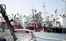 La flota de palangre de superficie recibe 118.000 euros para la veda temporal