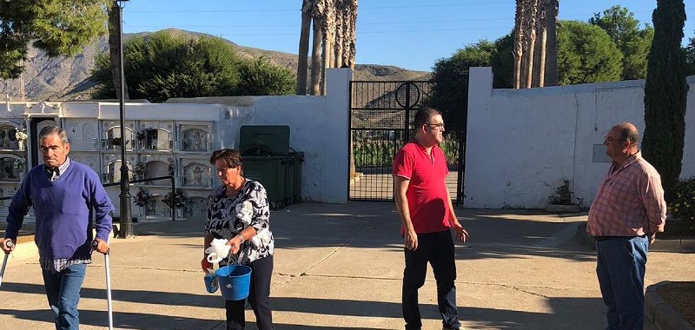 Carboneras inicia los trabajos para adecentar el cementerio de cara al 1 de noviembre