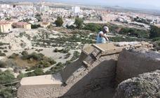 Vera muestra los hallazgos en las obras de consolidación del Cerro del Espíritu Santo