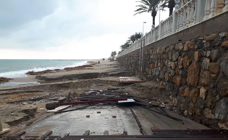 La lluvia destroza la playa de Garrucha