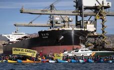 Identificados seis de los activistas de Greenpeace que pidieron el cierre de la térmica de Carboneras