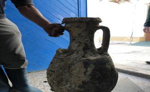 Encuentran una ánfora frente a Los Muertos que podría datar de la época romana