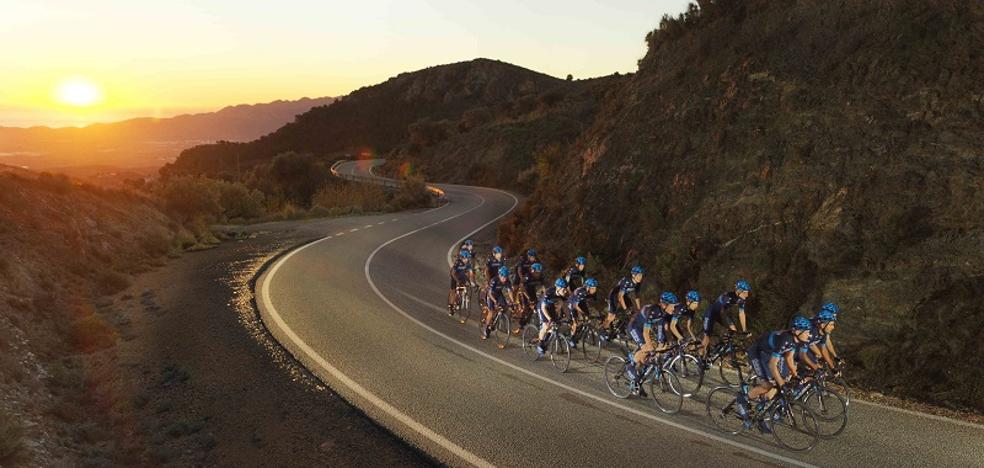 Mojácar vuelve a ser el escenario de entrenamiento de los ciclistas profesionales