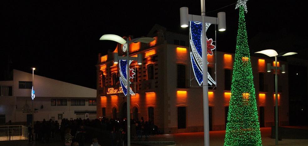 Una gran fiesta infantil da hoy la bienvenida a la Navidad en Garrucha