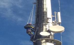 Rescatado un trabajador que quedó atrapado en una torre de 50 metros de altura en Pulpí