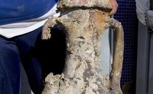 El ánfora hallada por unos pescadores en aguas de Carboneras es de época romana
