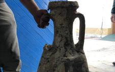 El ánfora hallada por unos pescadores es de época romana
