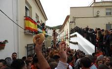 Lubrín venera a San Sebastián con una colosal lluvia de pan