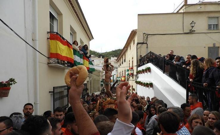 Lluvia de pan en honor a San Sebastián