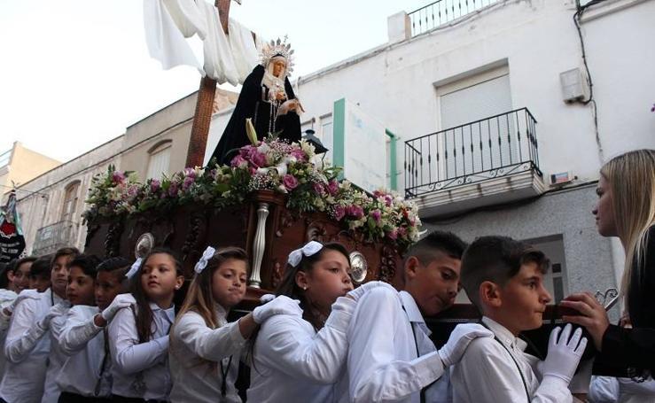 Los más jóvenes viven el Martes Santo en Vera