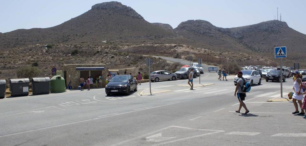 Entra en funcionamiento el parking de la playa de Los Muertos