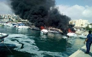Tres heridos, uno de ellos grave, en el incendio de los tres barcos en Garrucha