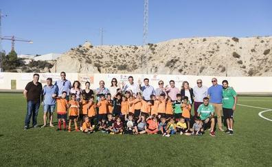 Diputación y el Ayuntamiento de Antas visitan el renovado campo de fútbol