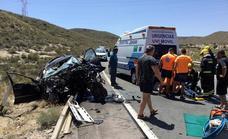 Fallece un hombre y evacúan en helicóptero a una mujer tras un accidente de coche en Carboneras