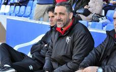 Molina se muestra sorprendido con la calidad de los jugadores juveniles del Linares
