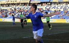 'Pekes' firma por tres temporadas en el Cádiz, pese a tener contrato en vigor con el Linares