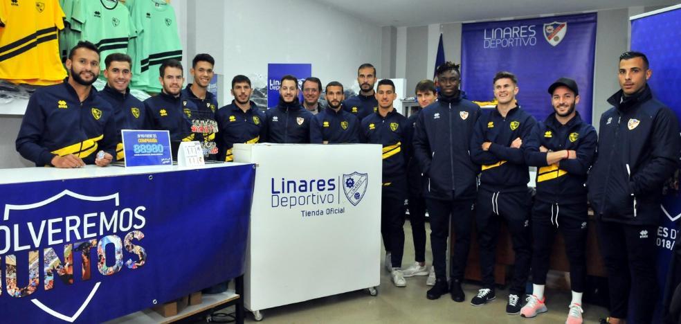El Linares abre tienda oficial en el Pasaje Fas