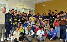 La plantilla del Linares Deportivo devolvió la visita a APROMPSI