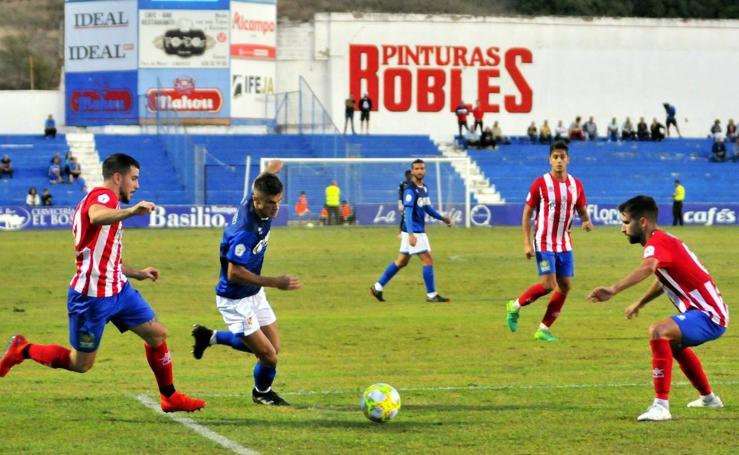 Las mejores imágenes del derbi entre el Linares Deportivo y el Atlético Porcuna